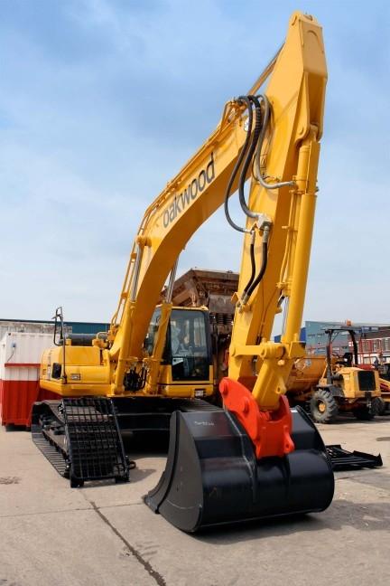 Komatsu Excavators | Equipment | Oakwood